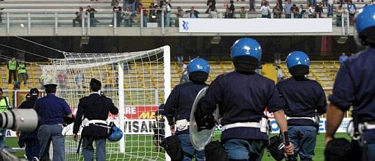 Incontro di calcio Rieti - Viterbese. Due tifosi Ultras viterbesi denunciati dalla Polizia di Stato