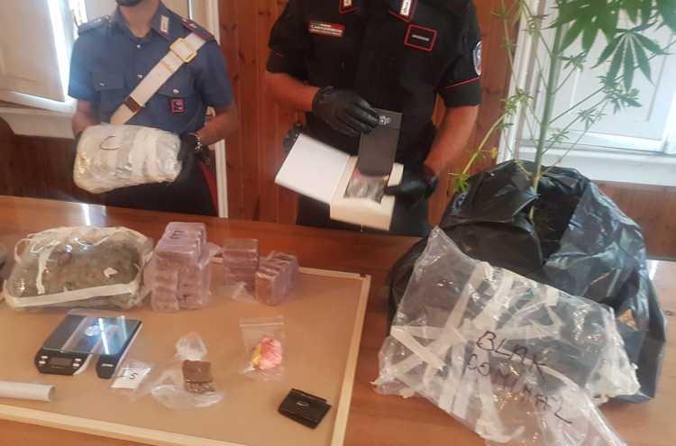 carabinieri scoprono droga occultata