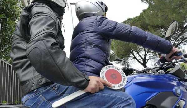 arrestati due italiani per violenza sessuale