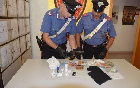 FRASCATI - Il materiale sequestrato dai Carabinieri (1)